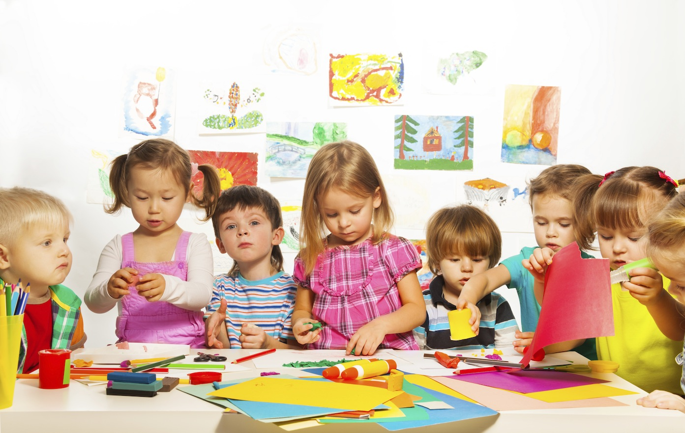Garderie, nounou, baby sitter, assistance maternelle