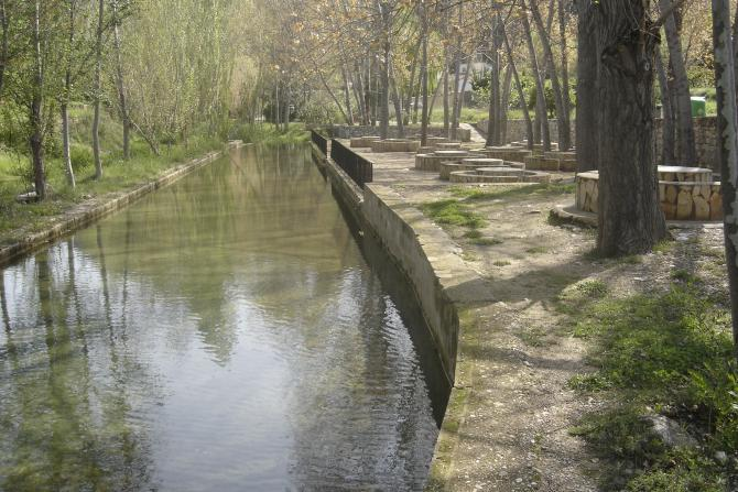 Source traversant Sot de Chera