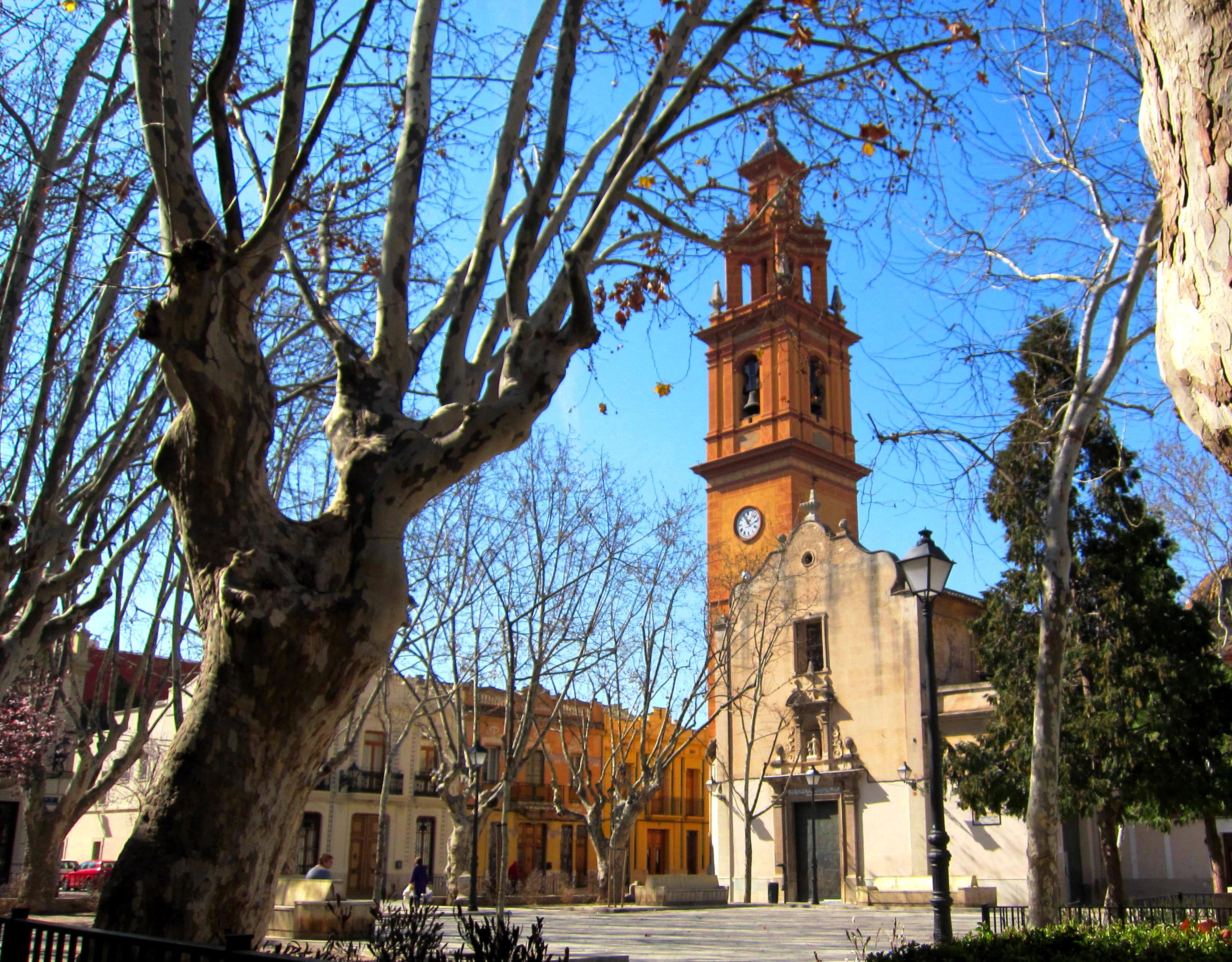 La place de l'église de Campanar