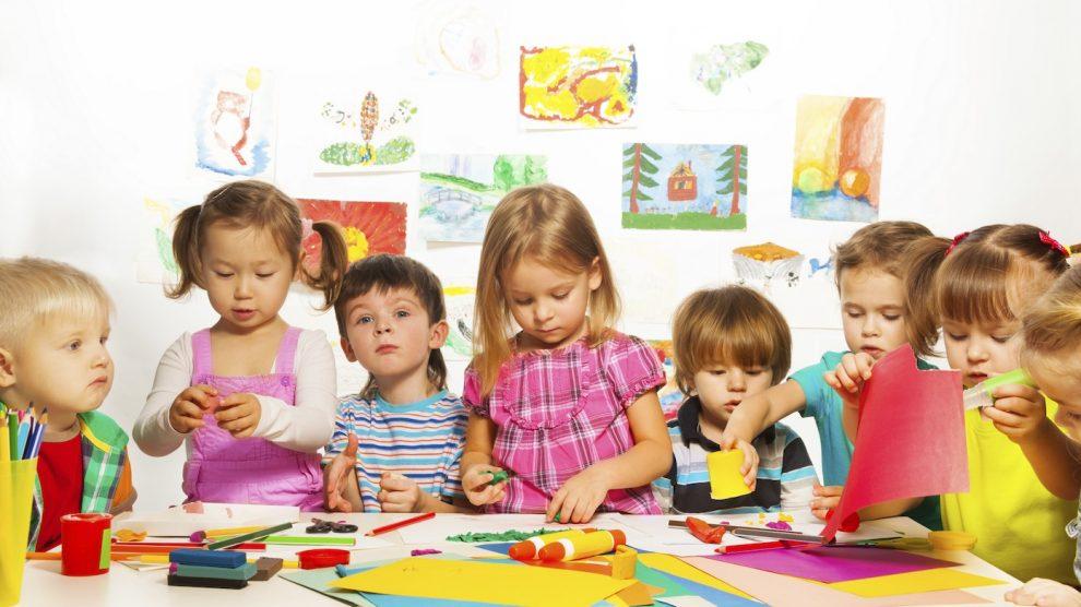 Garderie, nounou, baby sitter, assistance maternelle