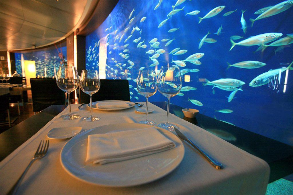 La salle du restaurant sous-marin de l'Oceanogràfic de Valencia